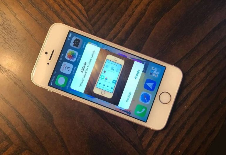 iphone receiving a photo via airdrop