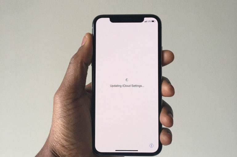 An iPhone stuck on updating iCloud settings