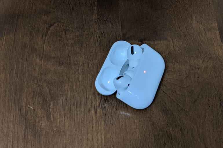 airpods flashing orange